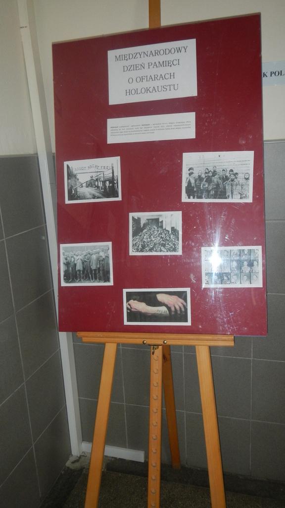 Dzień pamięci o ofiarach Holokaustu.jpeg